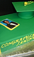 Celebrate your Students Graduation with the Perfect Cake!