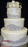 Celebrate your wedding with an unique Silver pearl Cake