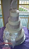 Celebrate your wedding with an Beautiful Elegant Bling Cake