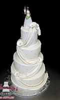 Celebrate your Wedding with an Beautiful Wedding Cake with Cascading Drapes