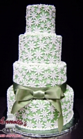 Celebrate your Wedding with an Beautiful Green Wedding Cake with Flowers